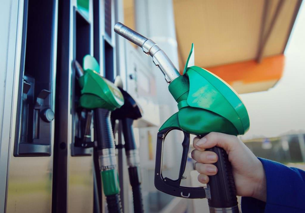 What's the difference between petrol and diesel cars?