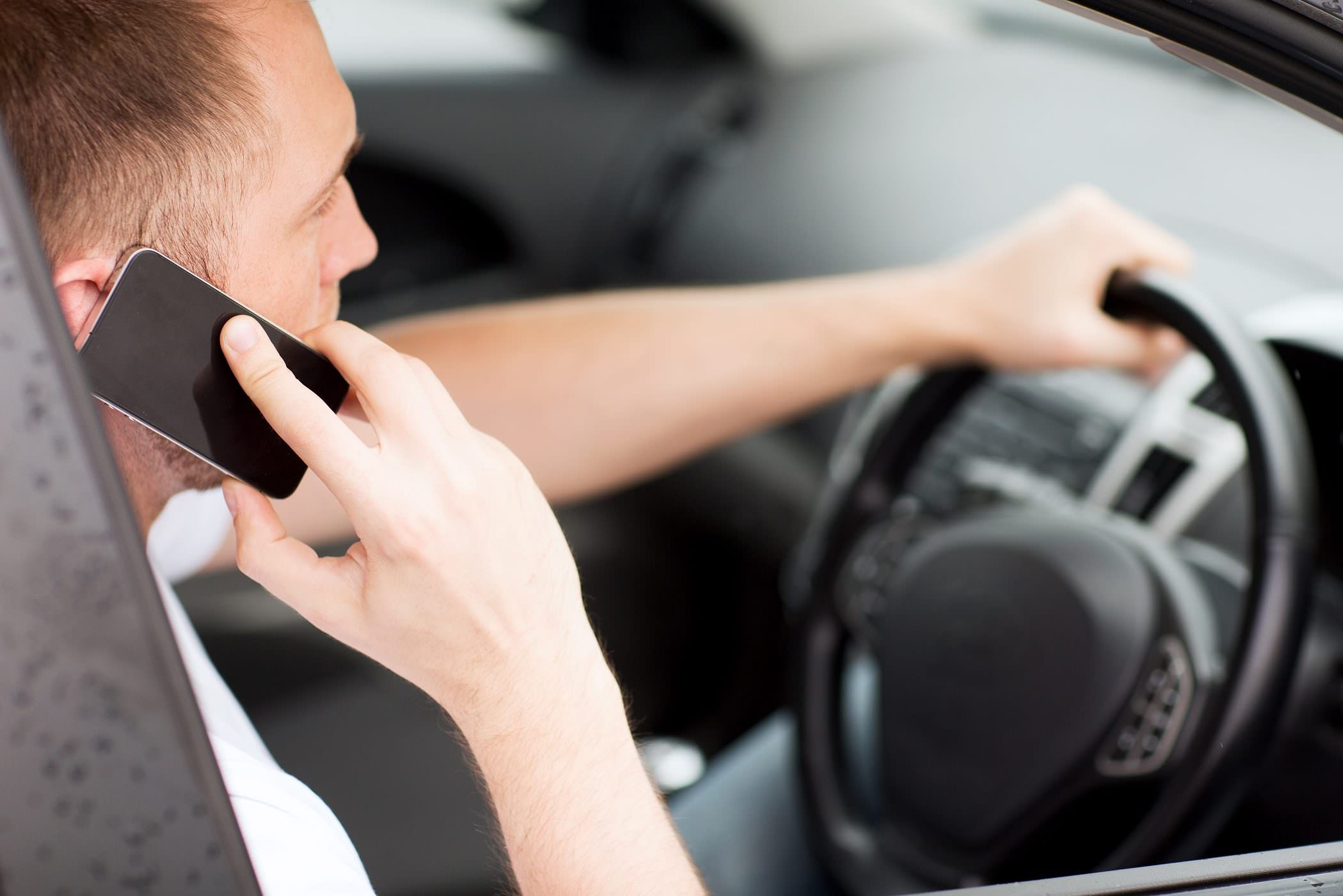 Government-cracking-down-on-drivers-who-use-mobile-phones