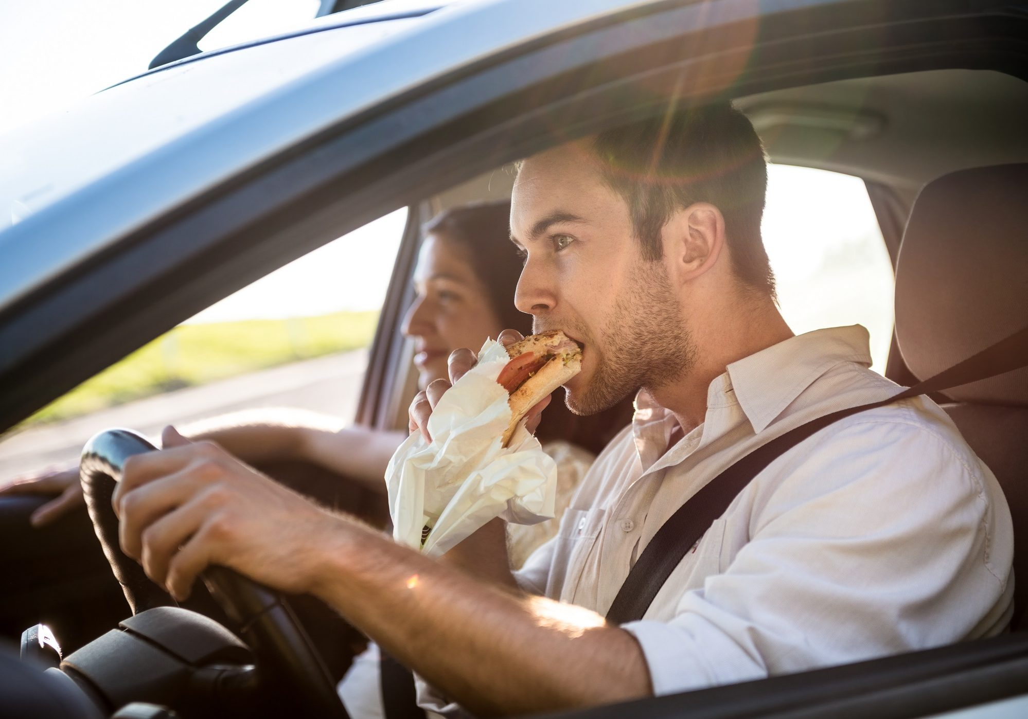 dangers of eating while driving